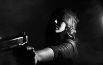 hand-person-black-and-white-woman-photography-darkness-48255-pxhere.com